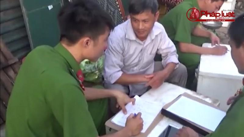 Bản tin Tiêu dùng: Bắt quả tang tôm bơm tạp chất tại Hà Nội