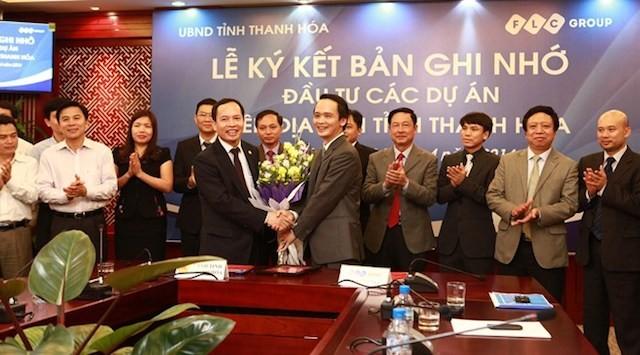 Chủ tịch UBND tỉnh Thanh Hoá trao giấy chứng nhận đầu tư cho Tập đoàn FLC