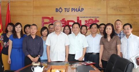 Thứ trưởng Phan Chí Hiếu thăm và làm việc với Báo Pháp luật Việt Nam