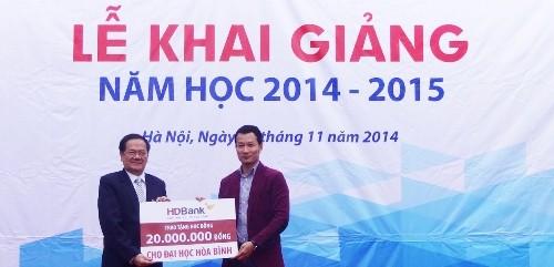 HDBank trao học bổng cho sinh viên