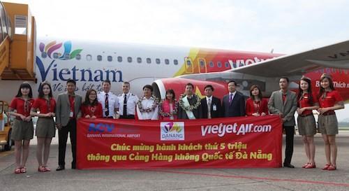 Cảng HK Đà Nẵng đón hành khách thứ 5 triệu trên tàu bay Vietjet