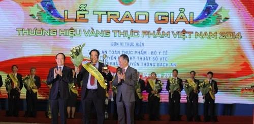 """IZZI S+ vào Top """"Thương hiệu vàng thực phẩm Việt Nam"""""""