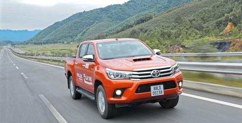Toyota Việt Nam ưu đãi đặc biệt cho khách hàng mua xe Hilux