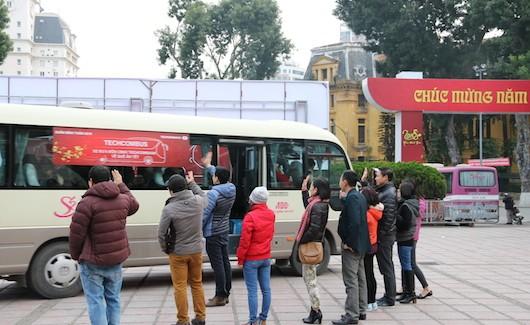Techcombus - đưa cán bộ, nhân viên về quê đón Tết