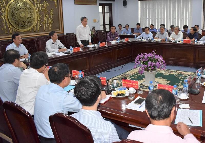 Bí thư Nguyễn Quang Dương báo cáo với Đoàn công tác của Bộ Công thương