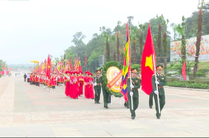 Đoàn đại biểu các huyện, thị tỉnh Phú Thọ làm lễ dâng hương Tổ tiên