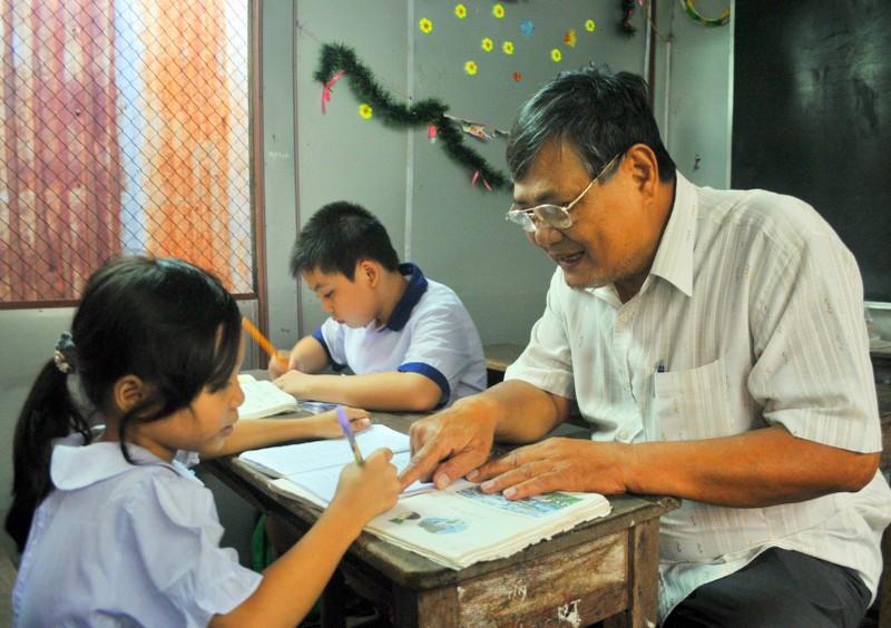 Hơn 23 năm qua, cựu chiến binh Nguyễn Hữu Thời mở lớp dạy học miễn phí cho trẻ em cơ nhỡ