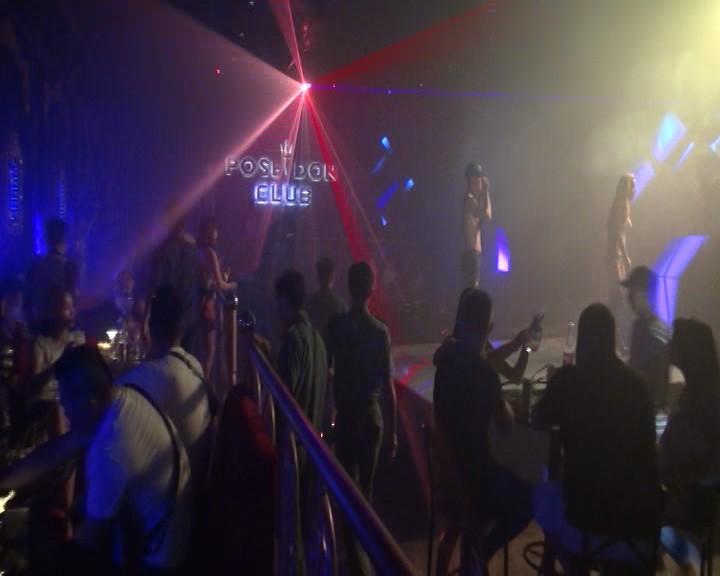 Thời điểm kiểm tra, quán bar Poseidon Lounge có gần 80 người đang bay lắc trong tiếng nhạc