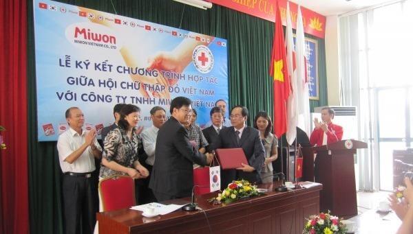 Lễ ký kết hợp tác giữa hội Chữ Thập đỏ Việt Nam và Công ty TNHH Miwon Việt Nam