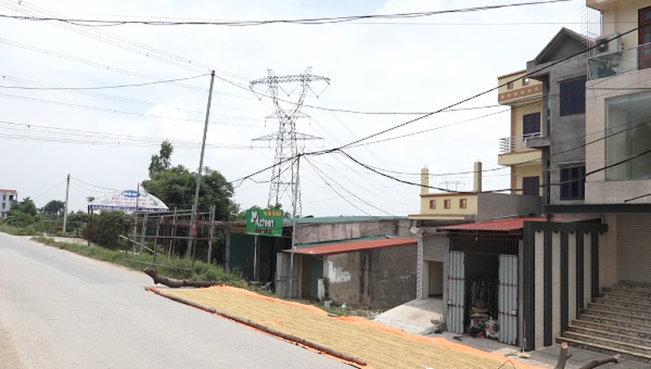 Các công trình lấn chiếm và sử dụng đất công của 3 hộ gia đình