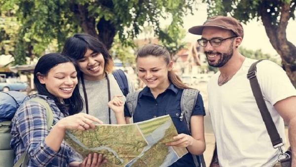Hầu hết các doanh nghiệp phải thuê hướng dẫn viên là người nước ngoài thông thạo ngoại ngữ trong các tour du lịch nước ngoài