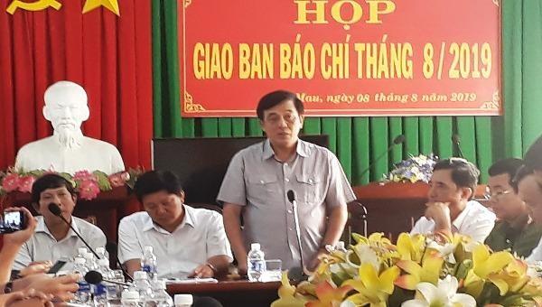 Ông Nguyễn Đức Thánh - Chánh Văn phòng UBND tỉnh Cà Mau tại cuộc họp báo