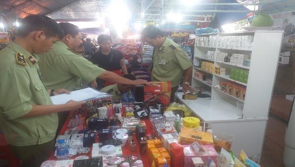 Tạm giữ nhiều lô hàng vi phạm tại Hội chợ triển lãm ở Bạc Liêu