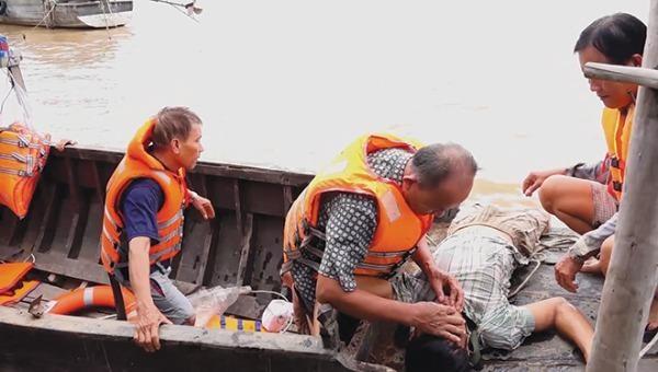 Tập huấn cứu người đuối nước trên sông Vàm Nao