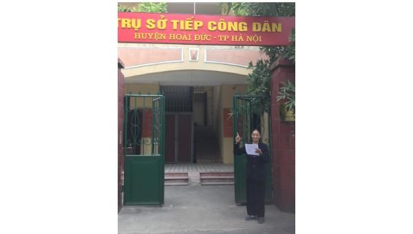 Bà Nguyễn Thị Tùy tại Trụ sở Tiếp công dân huyện Hoài Đức (Hà Nội)