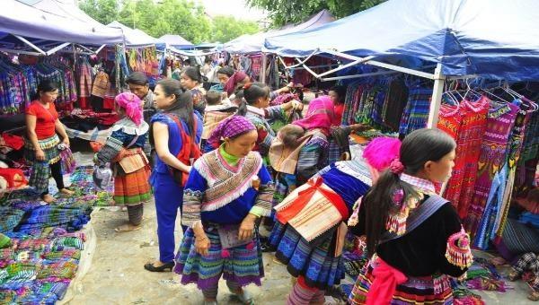 Đi chợ Bắc Hà thưởng thức văn hóa ẩm thực H'Mông
