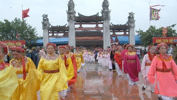 Lễ hội Đền Trần (Thái Bình) là một dịp lễ trọng trong đời sống văn hóa tâm linh của người Việt