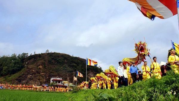 Linh thiêng nghi lễ rước trong lễ hội Phủ Dầy (ảnh: Ngọc Quang)