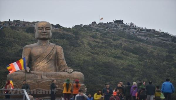 Tượng Phật hoàng Trần Nhân Tông tại non thiêng Yên Tử