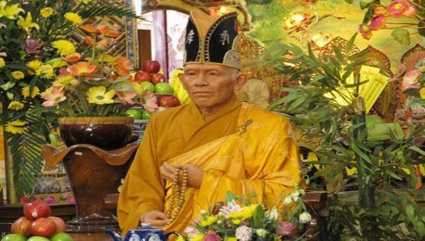 Bức tượng sáp Hòa thượng Thích Minh Đức trong chùa ve chai