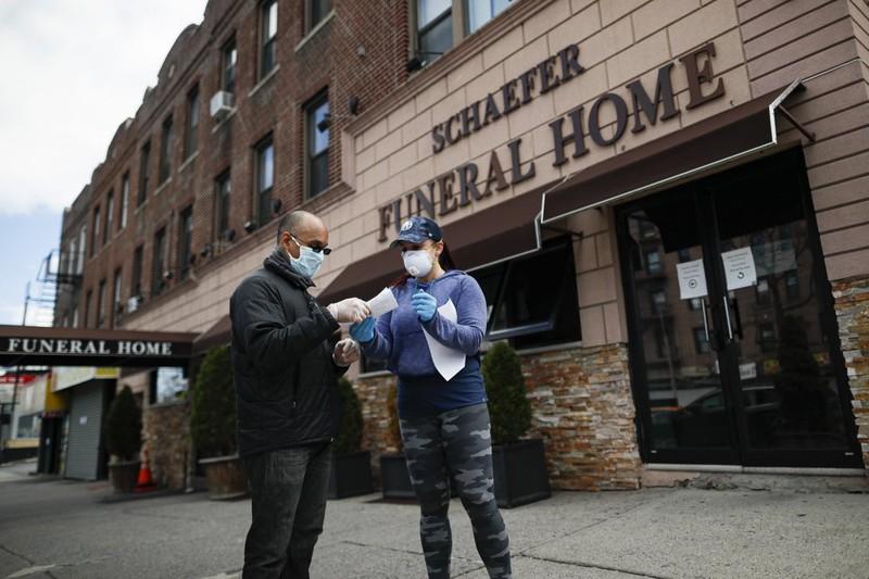 Áp lực tâm lý nặng nề của nhân viên nhà tang lễ tại New York