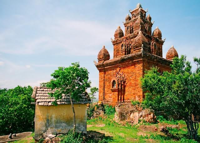 Po Romé là tòa tháp Chăm duy nhất thờ một vị vua hóa thần