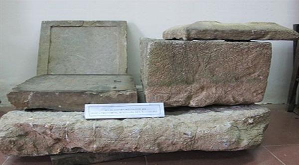Chuyện về văn bia cổ nhất Việt Nam được người dân tìm thấy khi đào đất đóng gạch