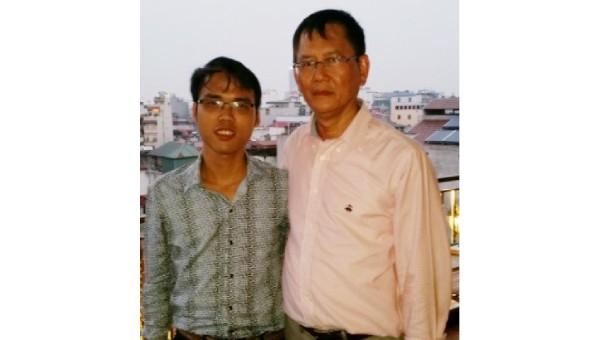 """Hai tác giả của """"Chữ VN song song 4.0"""" Kiều Trường Lâm (trái) và Trần Tư Bình (ảnh: thanh nien.vn)"""