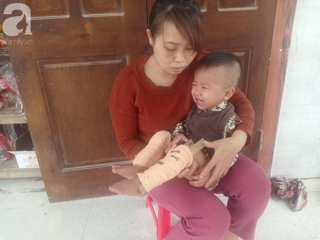 Chị Hồng và con nhỏ m mắc bệnh ung thư