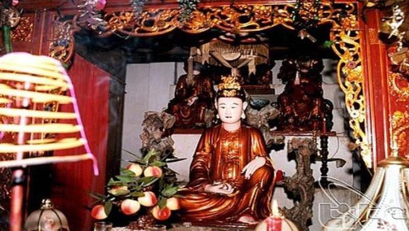 Ban thờ Phật mẫu Man Nương trong chùa Bà Đanh (tỉnh Hà Nam)
