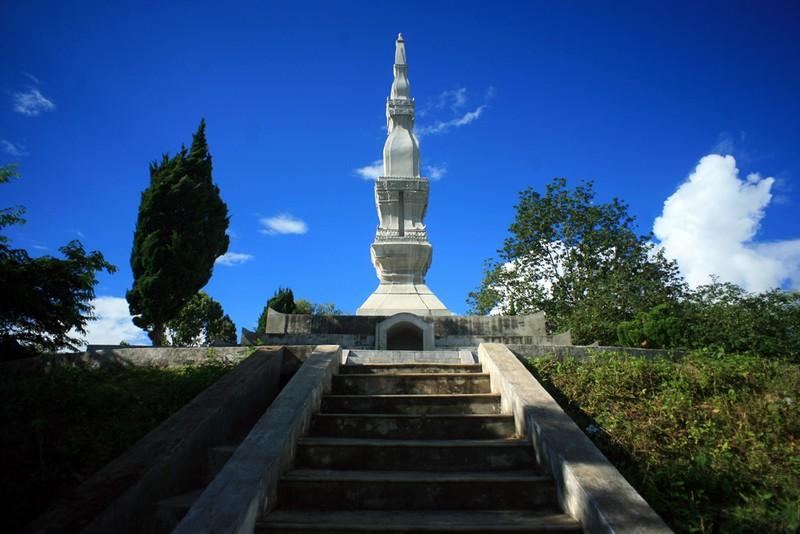 Linh thiêng tháp cổ Mường Và