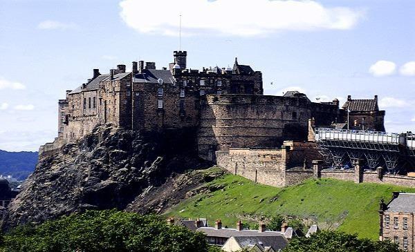 Lâu đài cổ Edinburgh (Anh quốc) nơi có nhiều lời đồn ma ám