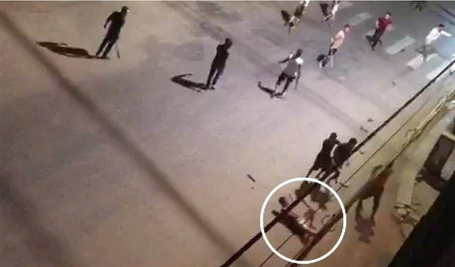 Hình ảnh trích xuất camera ghi lại cuộc ẩu đả giữa đêm khuya
