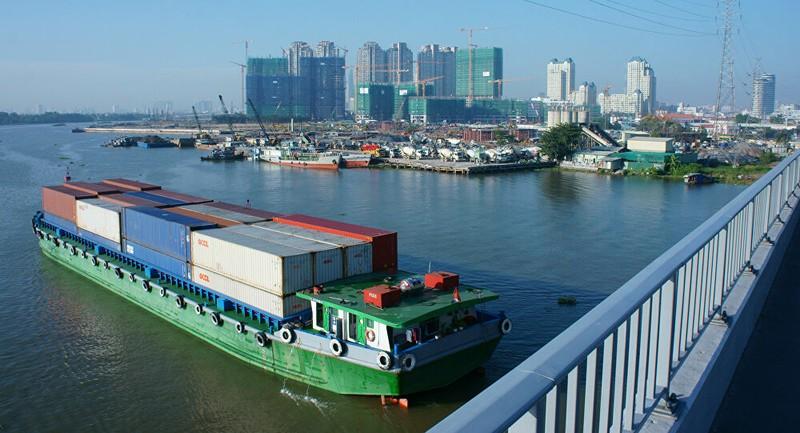 Vận tải bằng sà lan trên sông Sài Gòn