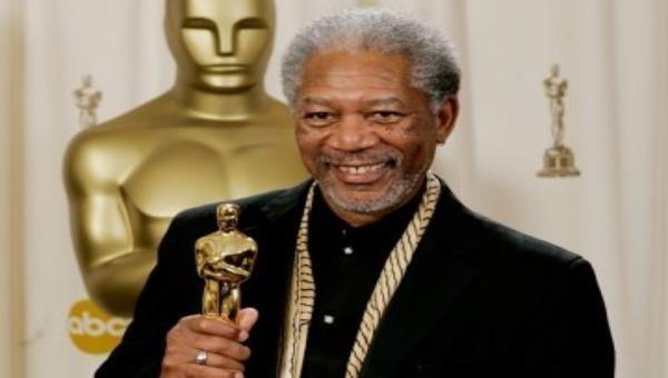 Bức ảnh chụp Morgan Freeman trên bục vinh quang nhận giải Osca