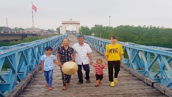 Chuyện về đám cưới đầu tiên qua cầu Hiền Lương ngày thống nhất