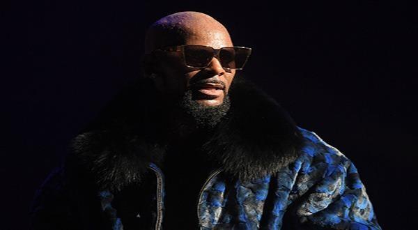 R.Kelly là một trong 5 ca sĩ da màu trong danh sách 50 nghệ sĩ có đĩa hát bán chạy nhất tại Mỹ
