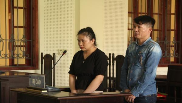 Người vợ nhân từ dù bị phản bội vẫn đến tòa động viên chồng cùng nhân tình