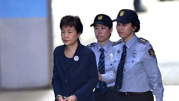 Cựu Tổng thống Hàn Quốc Park Geun-hye bị đưa tới tòa ngày 10-7. (Ảnh: Yonhap).