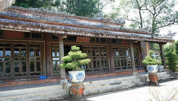Điện thiêng xứ Huế gắn với tích rùa thần trả chén ngọc cho vua Minh Mạng