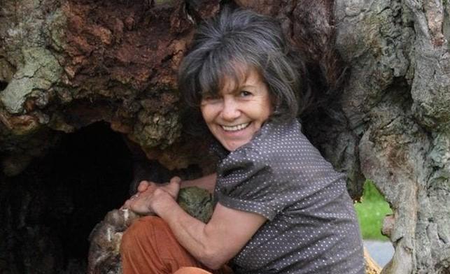 Bà Marina Chapman đã từng sống chung với bầy khỉ suốt 5 năm.