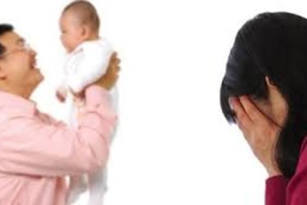 """Người """"mắc tội"""" ngoại tình có bị mất quyền nuôi con?"""