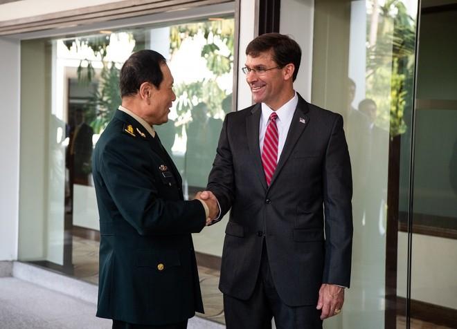 Bộ trưởng Quốc phòng Mỹ Mark Esper (phải) gặp người đồng cấp Trung Quốc vào tháng 11/2019 ở Thái Lan.