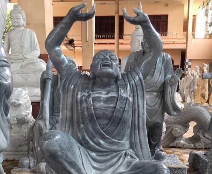 Tượng đá La Hán Thám Thủ.