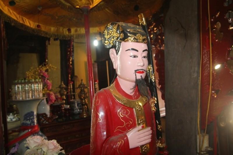 Tượng danh tướng Đào Nhuận đặt trong không gian thờ của từ Lương Xâm ở quận Hải An.