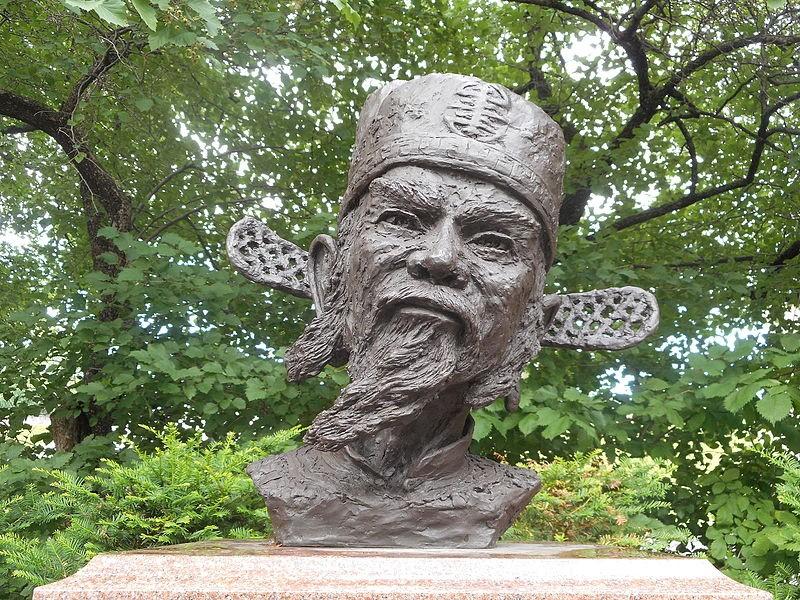 Tượng Danh nhân văn hóa thế giới, Anh hùng dân tộc Nguyễn Trãi.