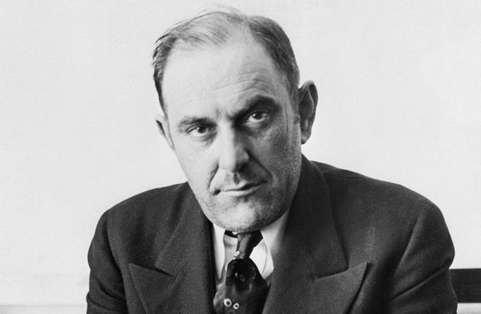 """Robert V. Miller hay còn được biết đến là """"Bá tước Victor Lustig""""."""