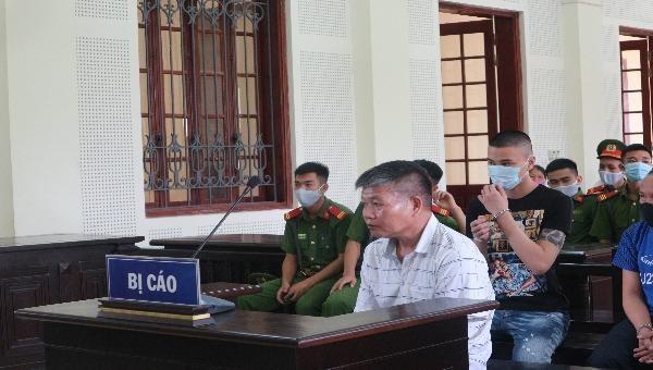Cả làng ký đơn xin giảm nhẹ hình phạt cho lão nông đánh chết người trộm chè