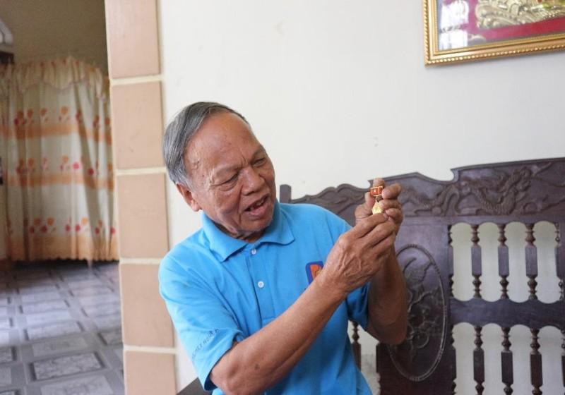Ông Lợi đã được nhận nhiều huân chương cháng khiến.