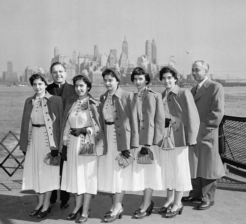 5 chị em tại thành phố New York, Mỹ năm 1950.